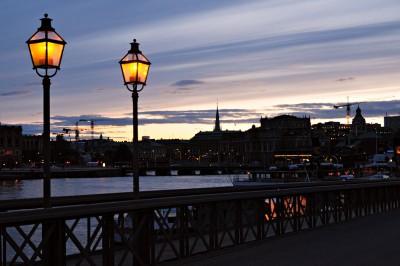 Lampadaires sur le pont de Skeppsholmen à Stockholm, Suède