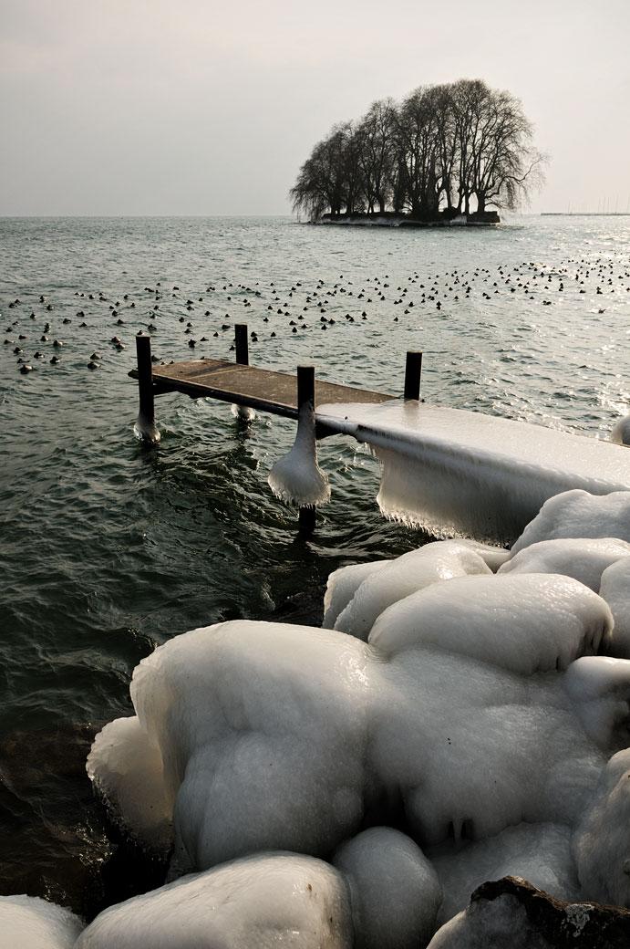 Île de la Harpe au bord du lac Léman à Rolle, Suisse