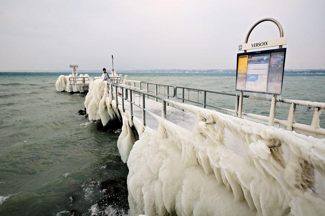 Débarcadère CGN de Versoix sous la glace, Suisse