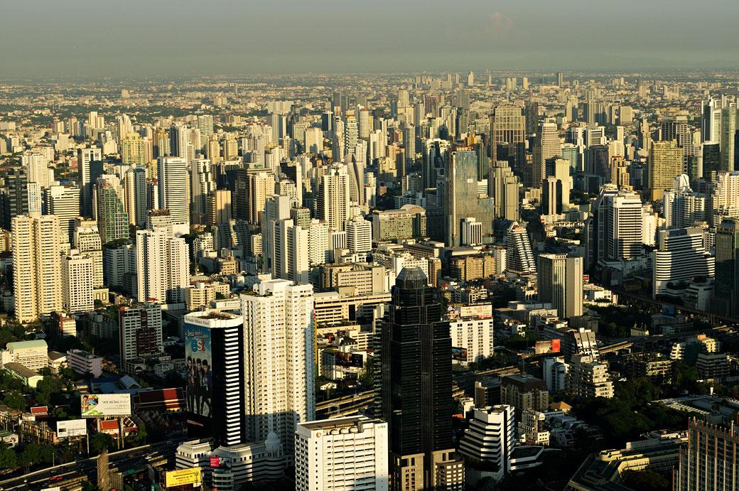 Forêt de gratte-ciel à Bangkok depuis Baiyoke Tower II, Thaïlande