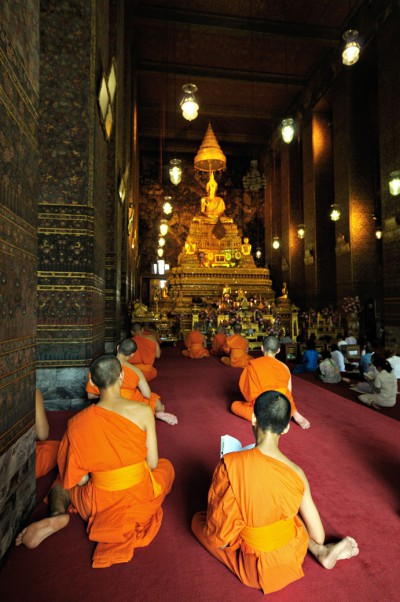 Moines au Wat Pho de Bangkok, Thaïlande