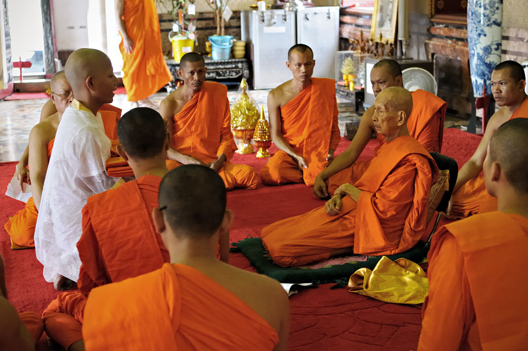 Cérémonie bouddhiste au Wat Benchamabophit de Bangkok, Thaïlande