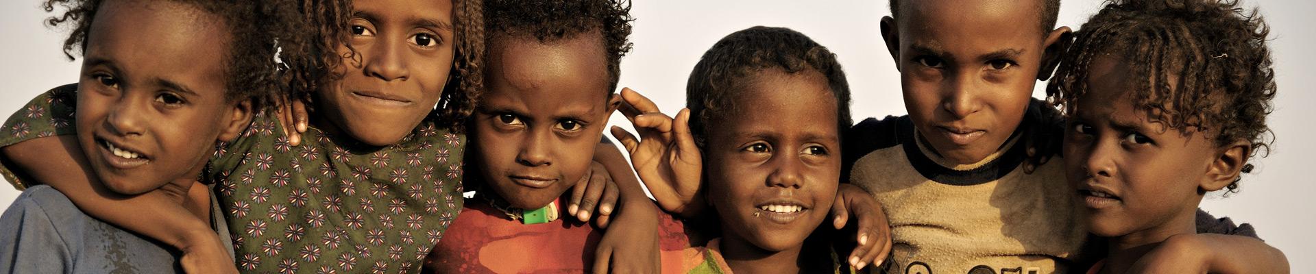 Top image enfants dans le désert du Danakil, Ethiopie