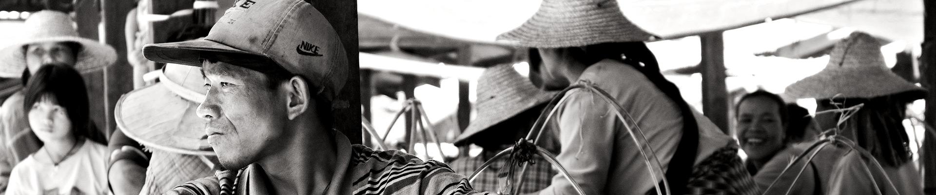 Top image homme au marché de Heho, Birmanie