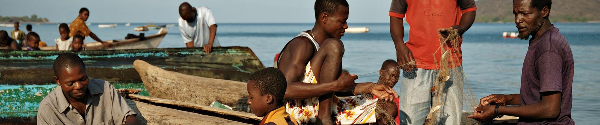Top image pêcheurs à Cape Maclear, Malawi