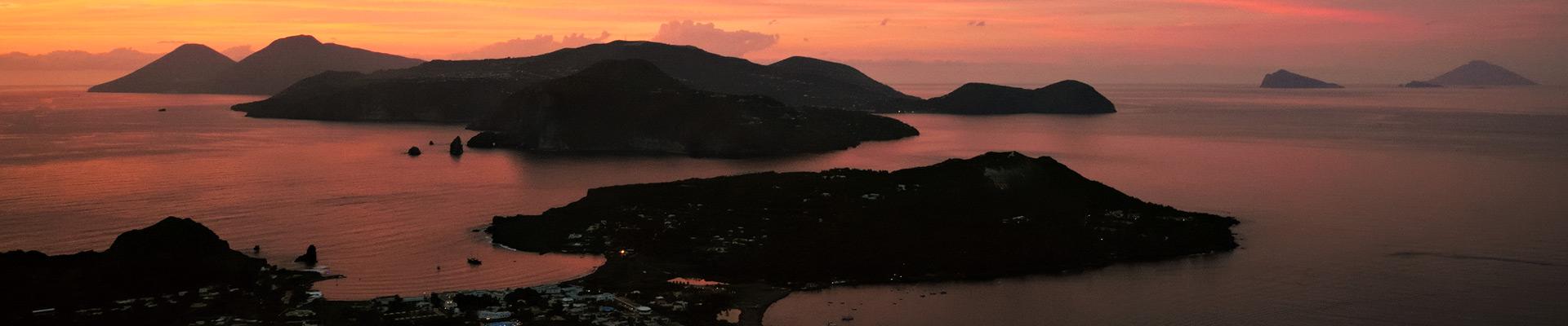 Top image îles Éoliennes au coucher du soleil, Italie