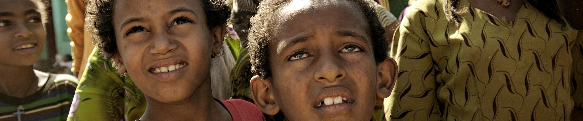 Top image enfants africains curieux