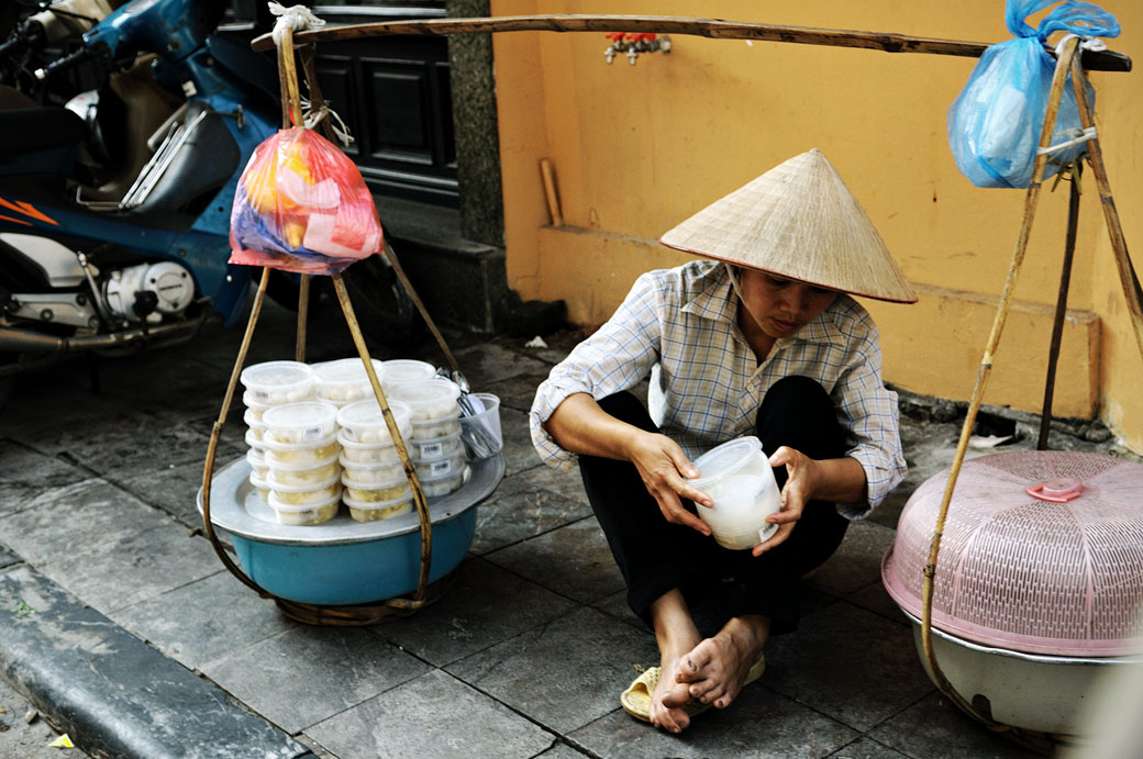 Vendeuse de rue à Hanoi, Vietnam