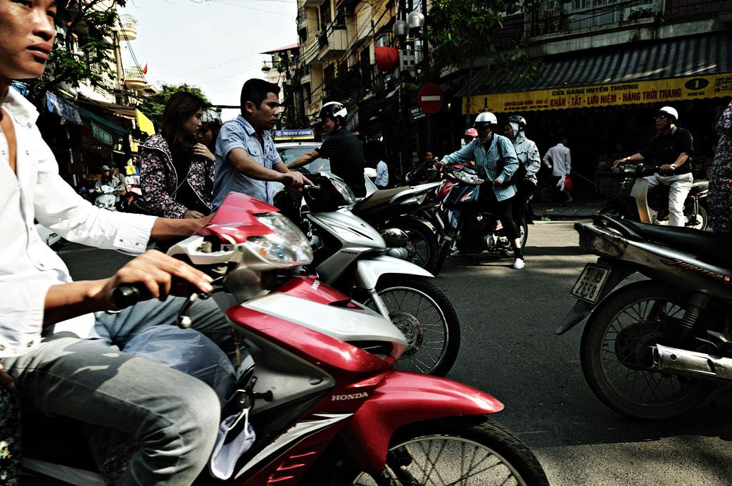 Motos dans les rues de Hanoi, Vietnam