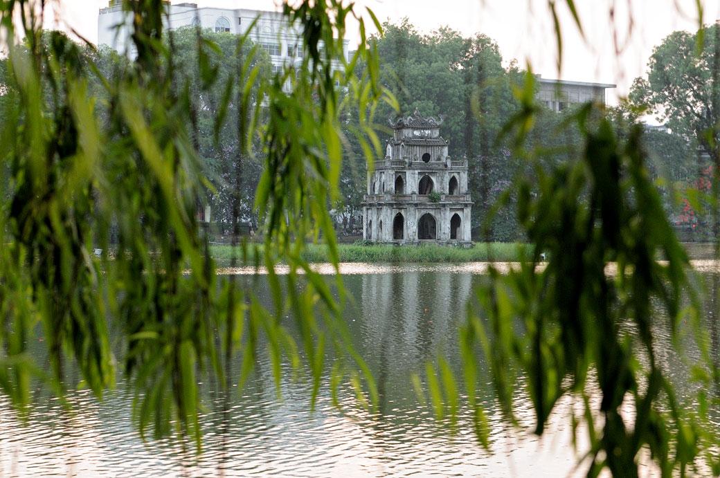 La tour de la Tortue sur le lac Hoan Kiem à Hanoi, Vietnam