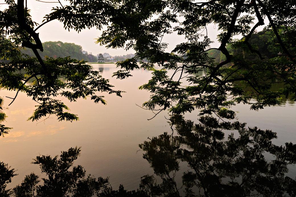 Le lac Hoan Kiem à Hanoi, Vietnam