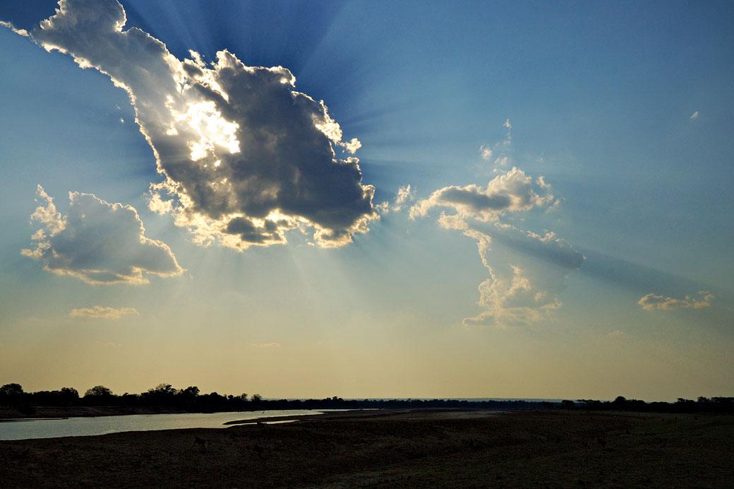 Ciel et nuages dans la vallée de la rivière Luangwa, Zambie
