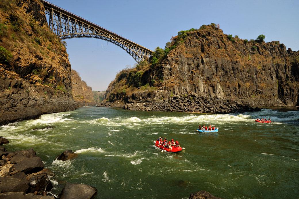Rafting sur le Zambèze en dessous du pont des chutes Victoria