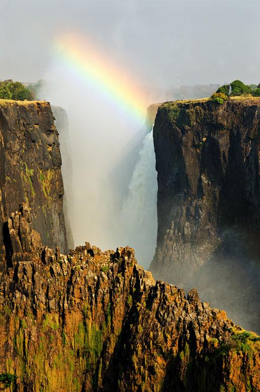Arc-en-ciel au-dessus des Chutes Victoria, Zambie