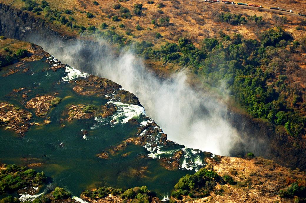 Les Chutes Victoria ou Mosi-oa-Tunya vues depuis un hélicoptère